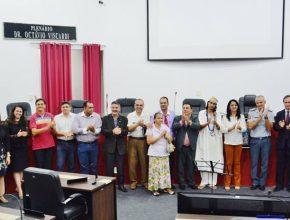 Várias autoridades civis e eclesiásticas participaram do simpósio. Foto: colaborador local