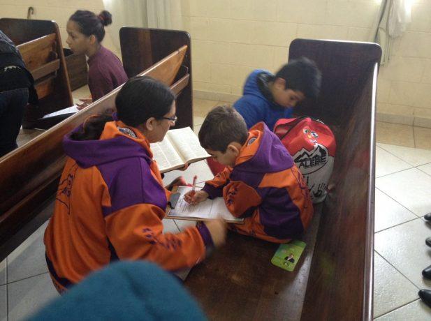 O projeto é destinado às crianças, porém é necessário o auxílio dos pais.