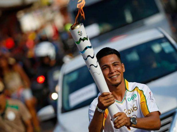 O atleta de Judô e também adventista, Ângelo Rafael Cruz, carregou a tocha em Porto Velho-RO