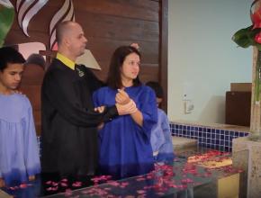 Morgana Oliveira e seus dois filhos se batizaram durante a Semana da Colheita do Ministério da Mulher.