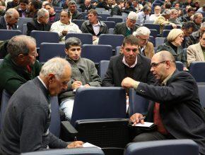 Em alguns momentos os participantes também realizaram reuniões em grupos para estudar temas referentes às atividades do ancião.