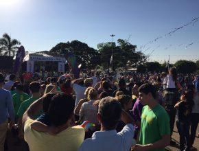 Aproximadamente 3 mil pessoas circularam pelo bairro central de Bataguassu, acompanhando a passagem da tocha olímpica.