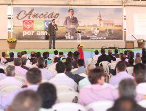 Foram cerca de 800 participantes, dentre anciãos, diretores de grupo, esposas, pastores e organizadores.