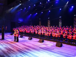 O programa contou com a participação de quatro corais da escola.
