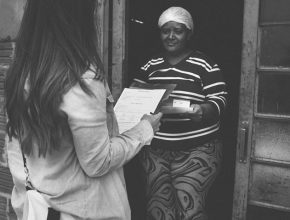 Os membros da igreja fizeram visitas ao bairro escolhido para o desenvolvimento do projeto, conhecendo a realidade dos moradores para melhor atendê-los.