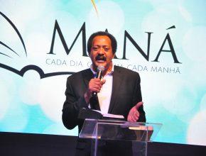 Pastor Ramon Cals, dir. associado da Escola Sabatina mundial