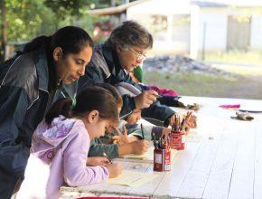 Crianças em situação preocupante de ensino têm se desenvolvido com as aulas de reforço.
