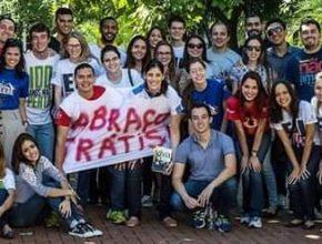 Rafael e o grupo de jovens sob sua liderança na igreja adventista Central de Campo Grande. Para o líder, a solução está união das gerações.