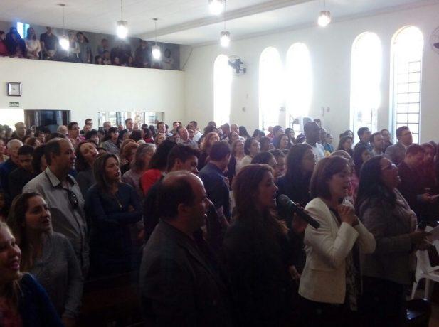 Igreja recebe antigos membros em Reencontro