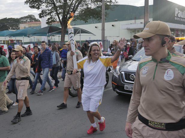 adventista-conduz-tocha-olimpica-rio-2016-em-indaiatuba