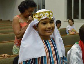 Cada criança aprende que também é um enviado de Deus e faz parte do Reino Celeste