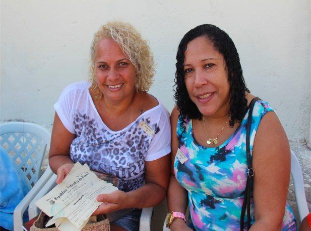 xx e xx fizeram segunda via da Certidão de Nascimento. (Fotos: Fabiana Lopes)