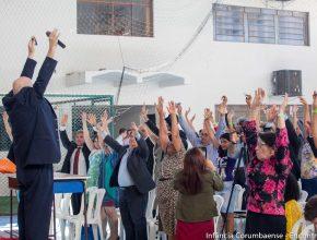 Momento de dinâmica e descontração no encontro que reuniu quase 500 ex-alunos da rede adventista da década de 80, em Corumbá (MS).