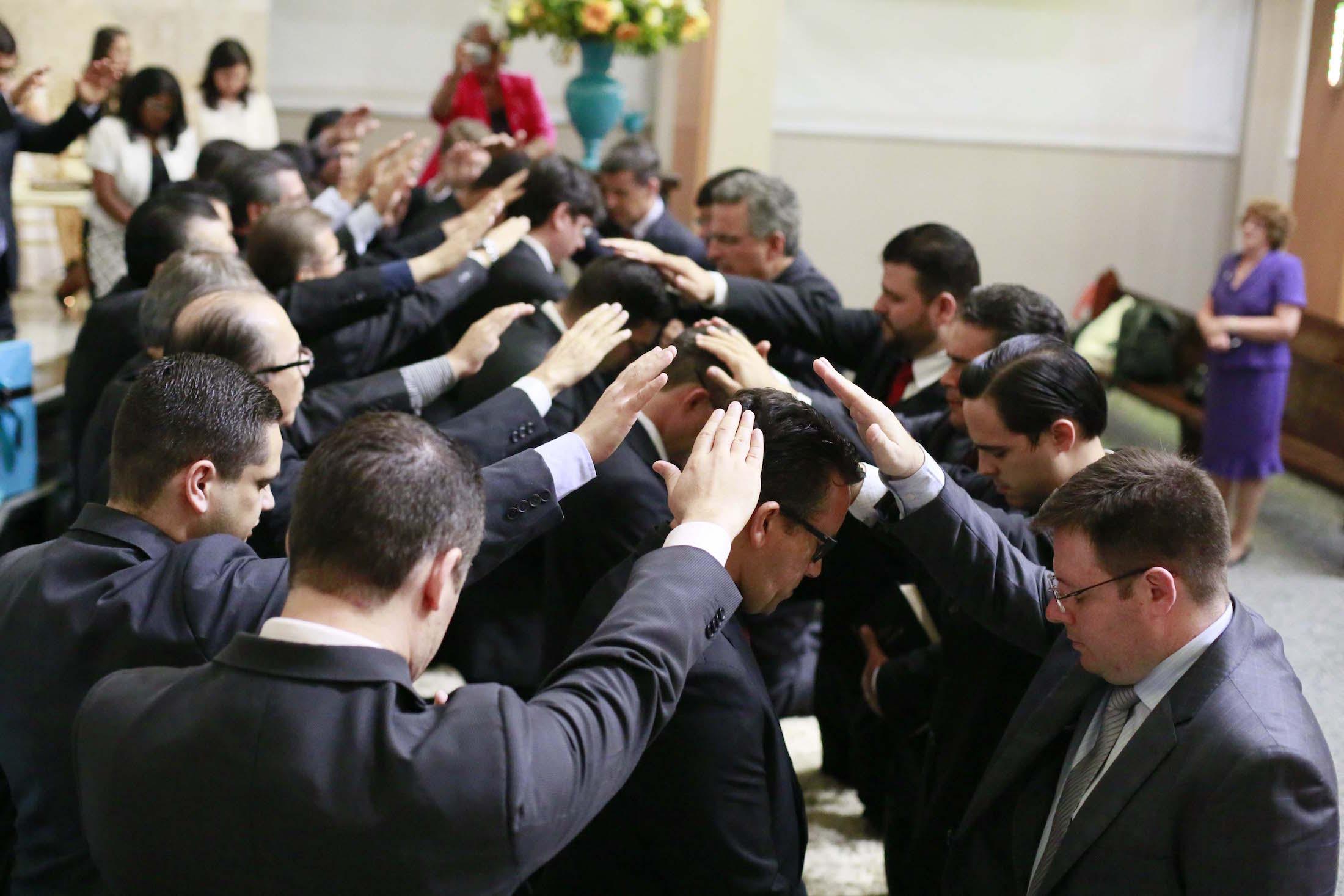 Ordenação: momento em que o teólogo se torna efetivamente um pastor adventista. Desafios para formação são discutidos esse ano.