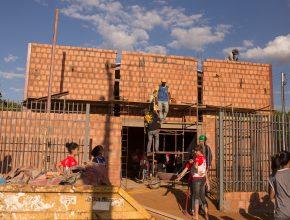 Com o auxílio dos calebes, a primeira igreja adventista do bairro Portal Caiobá II está em fase de acabamento.