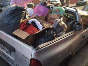 Donativos para entrega enchem carro nesta segunda-feira