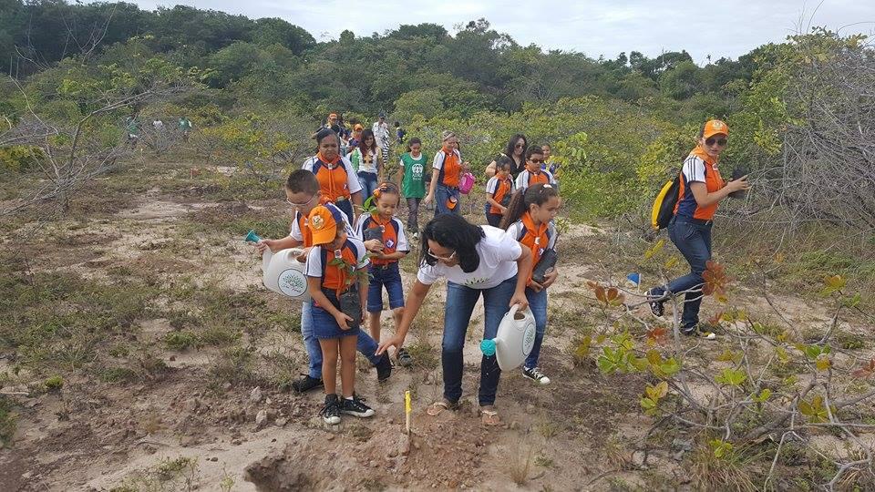Crianças aprendem lições de cuidado ao meio ambiente
