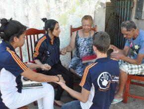 Nas aulas práticas os alunos realizam 4 estudos bíblicos nos lares