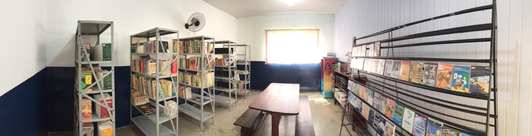 A escola que hospedou os voluntários também foi beneficiada com trabalho diversos no local. Como por exemplo, a reforma da biblioteca.
