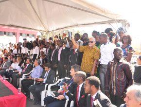 Apresentação musical com os novos membros da igreja.