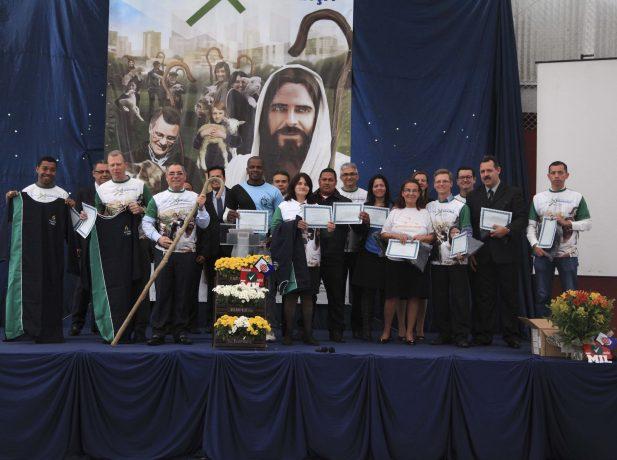 Os líderes de Pequenos Grupos foram reconhecidos pela dedicação e motivados a expandir este ministério.