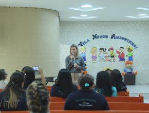 O aluno tem o acesso pessoal no site e o professor pode gerenciar suas atividades