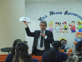 Oliveira frisou a importância do preparo pessoal para levar mais conhecimento e motivação aos alunos