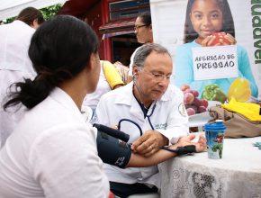 Médicos voluntários auxiliaram na feira de saúde