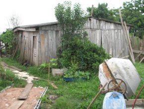 A casa antiga estava em condições precárias e com a estrutura comprometida.