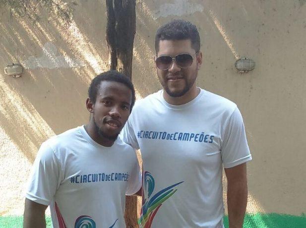 Jovens deixam sua rotina para se dedicar ao trabalho voluntário durante as olimpíadas