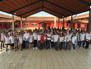 Os 121 colaboradores atenderam os 40 participantes em escola na zona sul