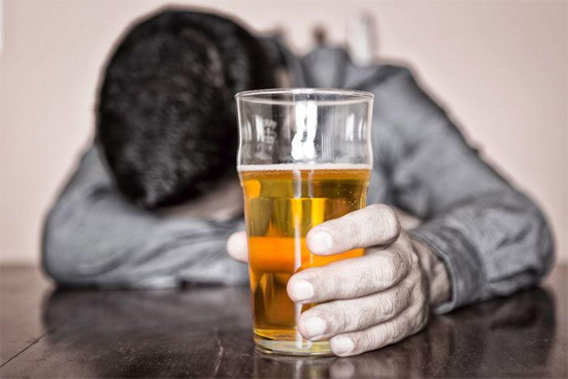 Cinquenta por cento dos casos de violência doméstica estão associadas à dependência do álcool