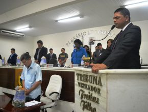 O presidente da IASAD para o sul do Maranhão enfatizou a mensagem de saúde e orou com os parlamentares