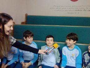 Os próprios alunos deram entrevistas ao vivo para a rádio Unijuí FM.