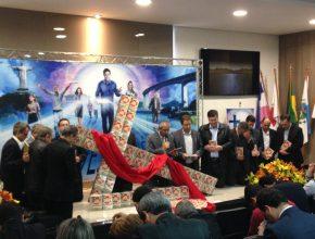 Mais de 2,3 milhões de livros missionários serão distribuídos em 2017 na região. Momento da dedicação do trabalho.