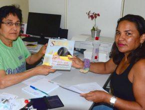 Após consulta médica, além das orientações paciente recebe revista que fala do projeto Quebrando o Silêncio
