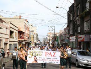 A passeata percorreu as principais ruas do centro de Santa Maria, RS.