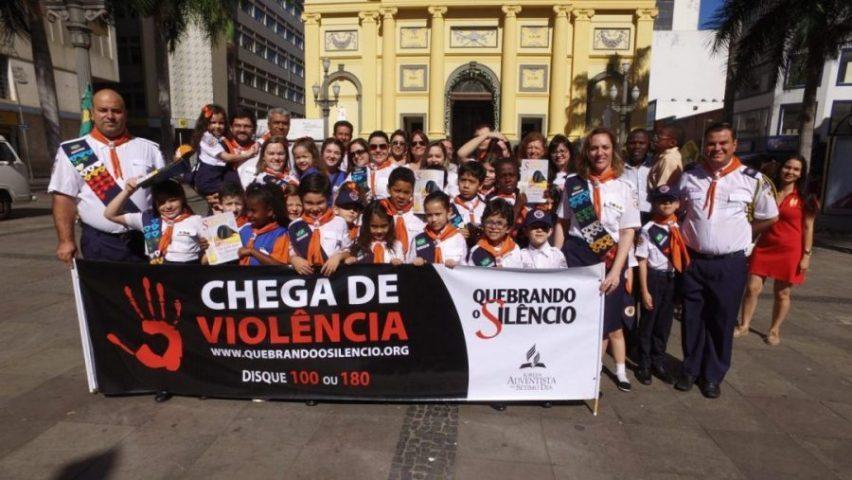Voluntários invadem as ruas da região central de Campinas / SP