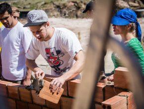 Os voluntários atuaram desde a parte de fundação até a cobertura da casa.