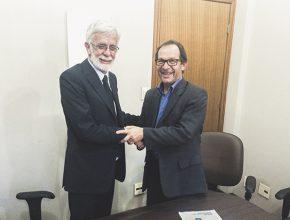 Reitor da Unioeste, Paulo Sérgio Wolff (à esq.) e Diretor do Unasp, campus Engenheiro Coelho, Paulo Martini (à dir.)