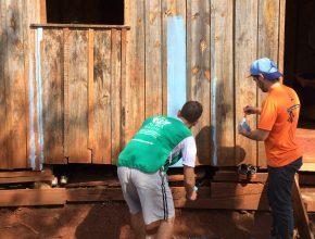 Os voluntários pintaram casas, distribuíram roupas, promoveram uma Feira de Saúde e organizaram atividades com as crianças.