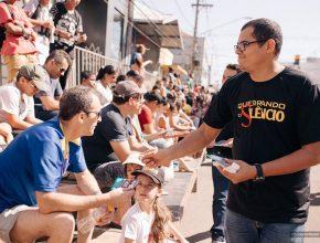 Membros da igreja participaram da celebração paralelamente ao desfile, com a distribuição de revistas e folhetos informativos sobre o projeto.