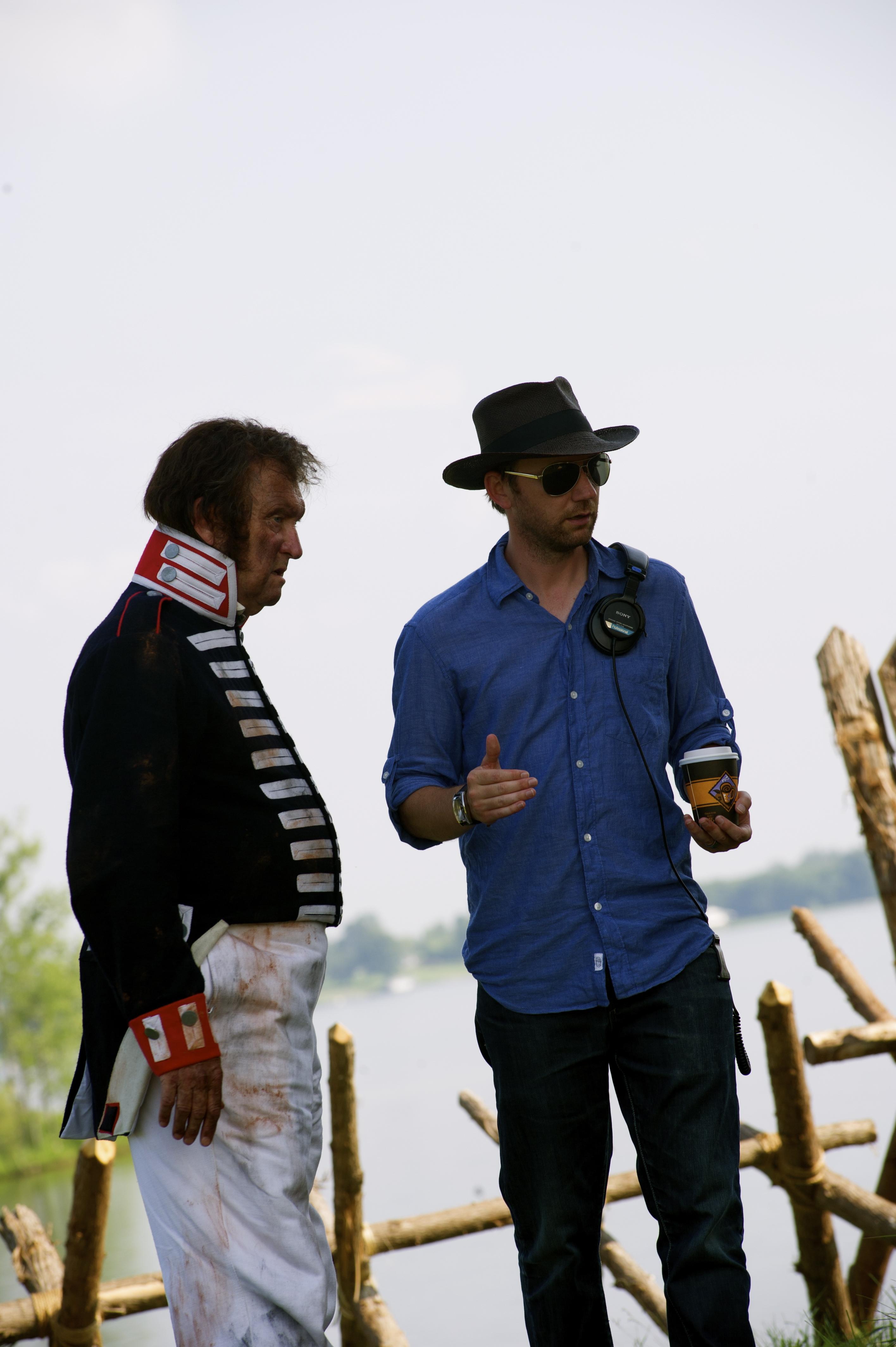 Kyle (de chapéu) em cena do filme Como tudo começou
