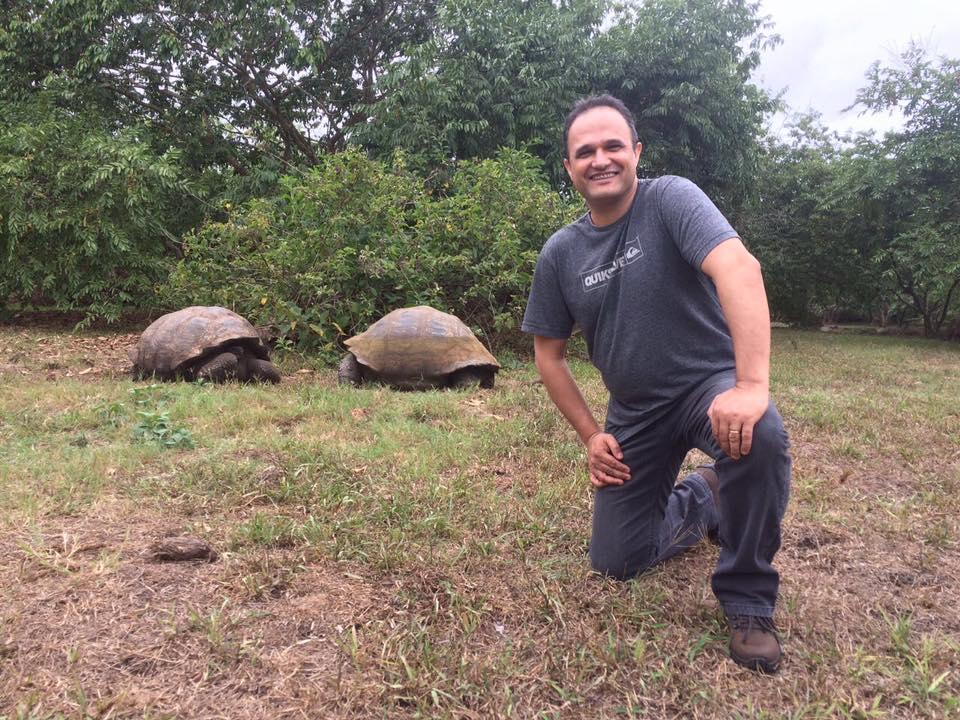 Márcio em recente visita à Ilha de Galápagos, no Equador