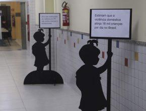 Totens informativos espalhados pelo colégio também reforçou o projeto de conscientização.