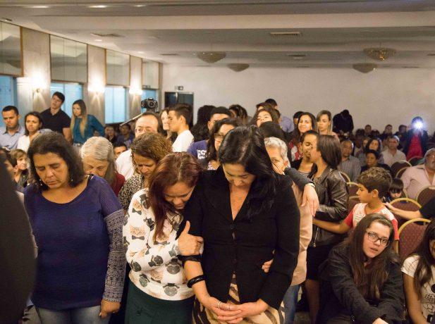 Dezenas de pessoas aceitaram o apelo no #ReencontroJF