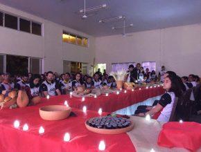 Uma Santa Ceia consagrou os 237 participantes para o trabalho.