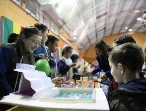 Os alunos foram responsáveis pela apresentação dos projetos para os pais e visitantes.