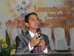 Pastor Leonino fala ao público na Campal de Altamira, oeste do Pará