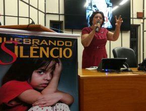 Coordenadora regional do projeto fala na comemoração na Câmara Municipal. Foto: Fabiano Rodrigues